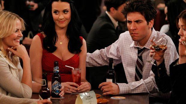 Zoey (Jennifer Morrison, l.) bietet Ted (Josh Radnor, r.) an, ihn mit ihrer C...
