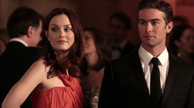 Blair (Leighton Meester, l.) und Nate (Chace Crawford, r.) sind auch zur Feie...