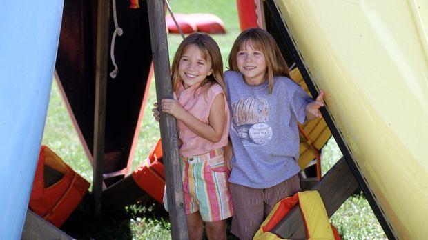 Waisenkind Amanda (Mary-Kate Olsen, r.) und Alyssa (Ashley Olsen, l.), Tochte...