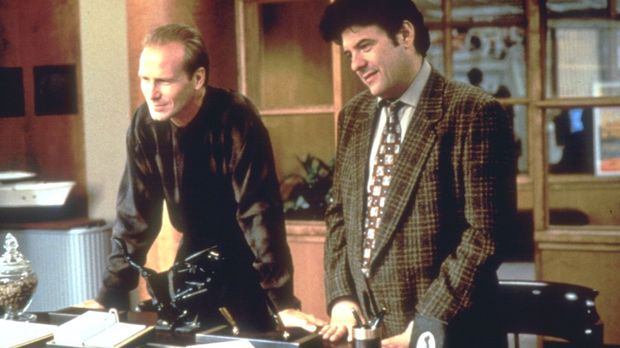 Frank (William Hurt, l.) und Huey (Robert Pastorelli, r.) können es nicht fas...