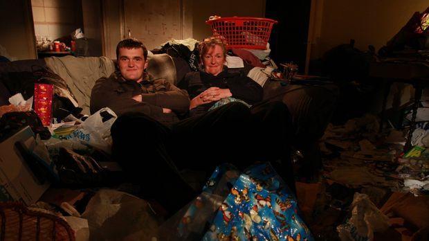 Messie! Mein Leben im Chaos. Helen Ellis (r.) und ihr Jack (l.) wohnen in mit...