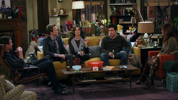 Als Ted (Josh Radnor, 2.v.r.) einen unerwarteten Anruf vom Captain erhält, sc...