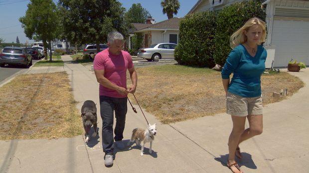 Karen (r.) und ihre Familie stehen vor einem großen Problem: Ihr Hund Toby so...