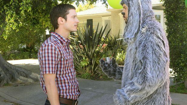 Eigentlich hat Ryan (Elijah Wood, l.) keine Lust, sich unter Menschen zu bege...