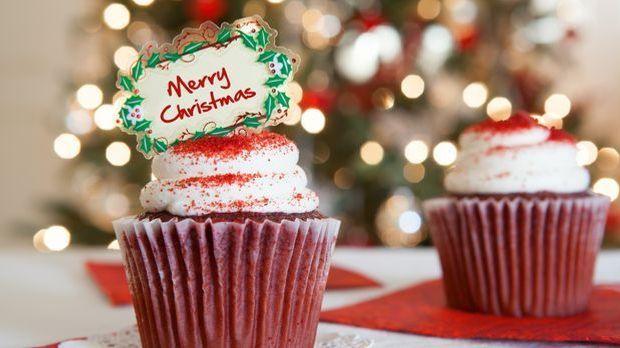 Weihnachtsessen_2015_10_30_Weihnachts-Cupcakes_Schmuckbild_fotolia_JJAVA