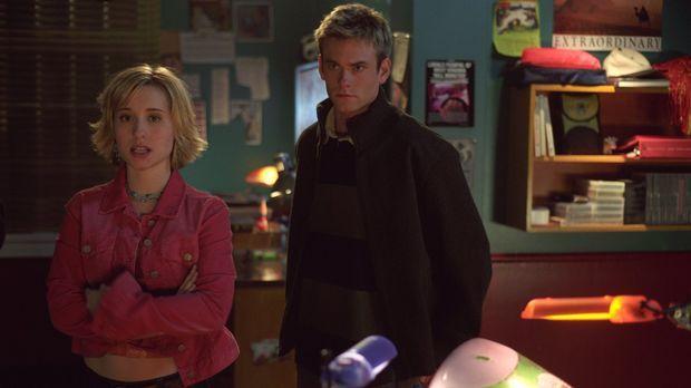 Nachdem Chloe (Allison Mack , l.) gerettet wurde, machen sich Whitney (Eric J...