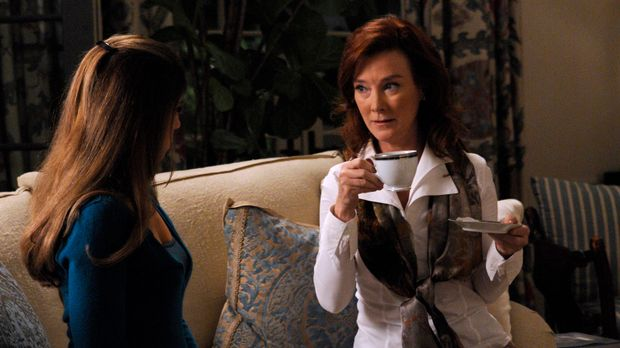 Als Olivia (Valerie Mahaffey, l.) Taylors schockierende Vergangenheit enthüll...