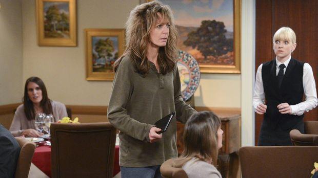 Bonnie (Allison Janney, M.) hat ihren Job verloren und das bringt sie so aus...