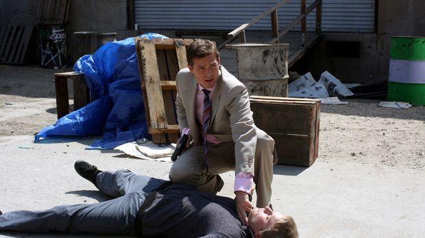 Martin (Eric Close, oben) ermittelt in einem neuen Fall und stößt dabei auf d...