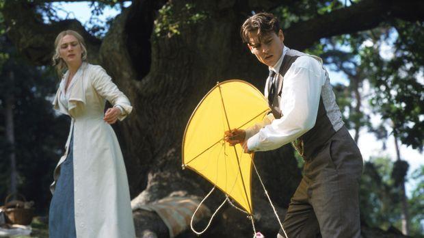 Theaterautor James M. Barrie (Johnny Depp, r.) hat trotz seiner fantastischen...