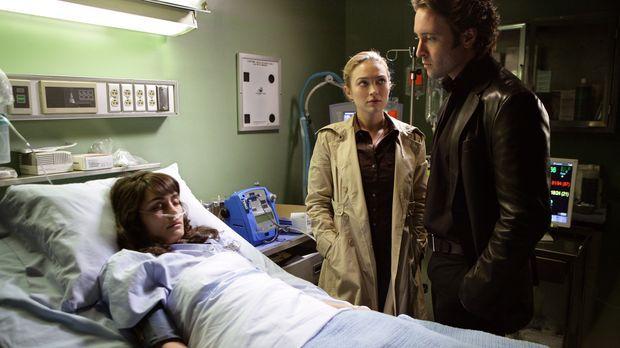 Mick (Alex O'Loughlin, r.) und Beth (Sophia Myles, M.) besuchen seine Ex-Frau...