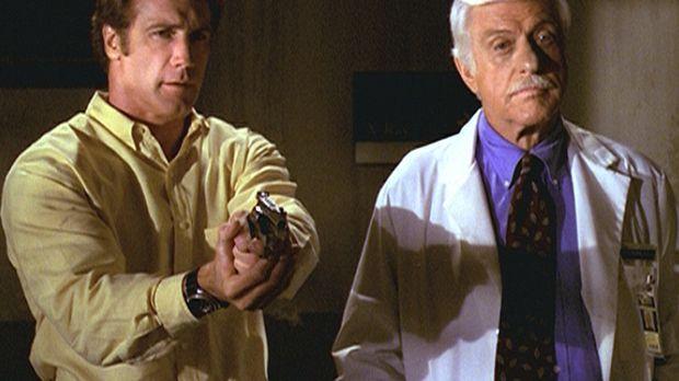 Steve (Barry Van Dyke, l.) und sein Vater Mark (Dick Van Dyke, r.) konfrontie...
