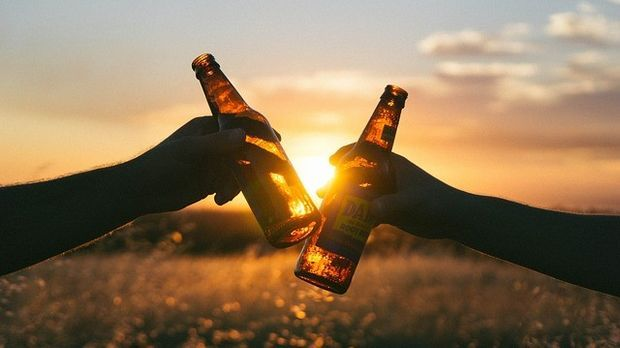 bierflaschen-sonnenuntergang