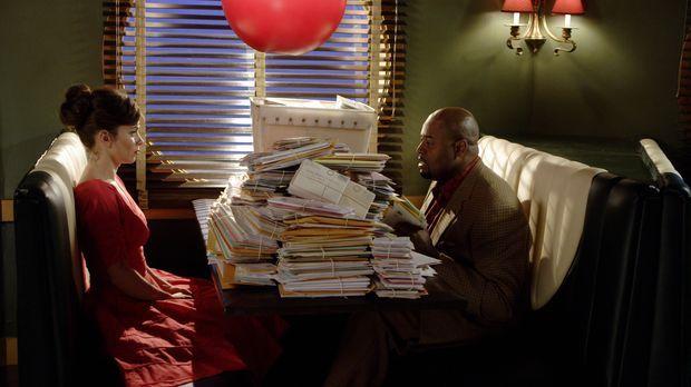 Chuck (Anna Friel, l.) kennt nicht den Grund, warum sie noch immer am Leben i...