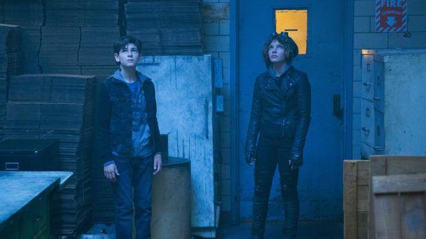Werden von Auftragskillern verfolgt, was sie dazu bringt, sich im Gothamer Un...