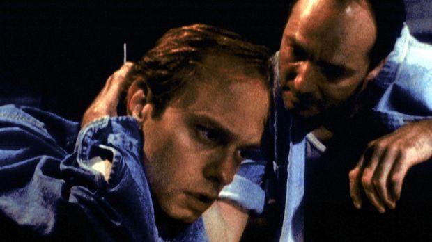 Dr. Jack Henson (David Hyde Pierce, l.) wird von seinem Mitgefangenen Watts (...