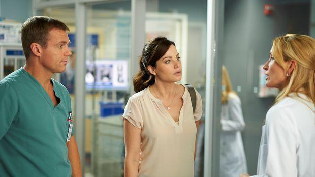 Charlie (Michael Shanks, l.), Alex (Erica Durance, M.) und Dawn (Michelle Nol...