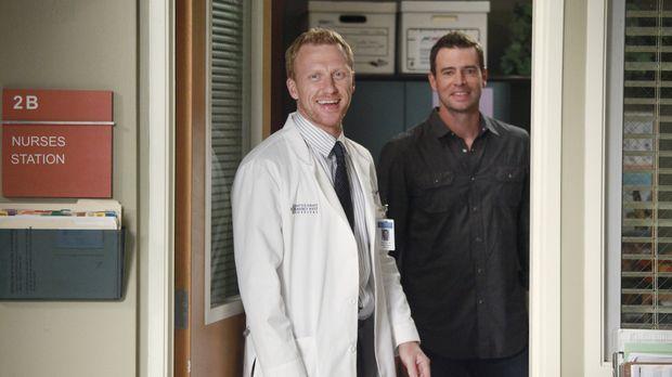 Planen ein Baseball-Match für das Ärzte-Team: Henry (Scott Foley, r.) und Owe...