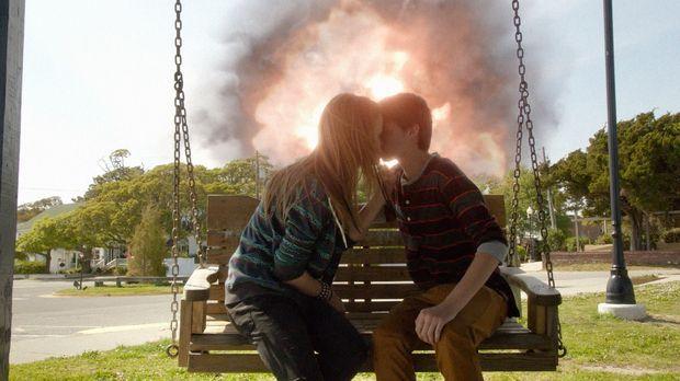 Haben sie eine Chance zu überleben? Norrie (Mackenzie Lintz, l.) und Joe (Col...