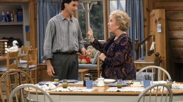 Als Dannys Mutter Claire (Doris Roberts, r.) zu Besuch kommt, fordert Danny (...
