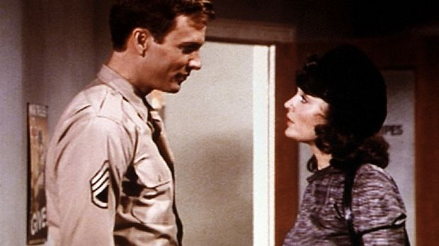 John Boy (Robert Wightman, l.) lernt die junge Französin Simone (Anita Jodels...