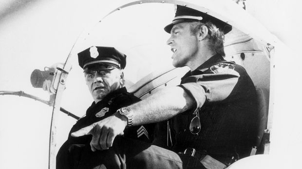 Supercop Dave Speed (Terence Hill, r.) und Sergant Willy Dunlop (Ernest Borgn...