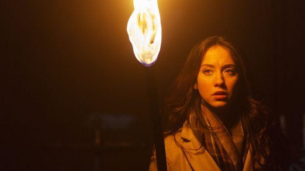 Eine Erinnerung, die unter Verschluss war, wird für Julia (Stella Maeve) in F...