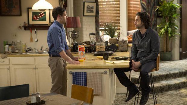 Trotz der Warnung von Danny (Chris D'Elia, r.) glaubt Justin (Brent Morin, l....