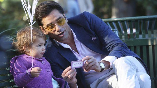 Eine Babymodel-Agentin lädt die kleine Edie zu einem Casting für eine Babynah...