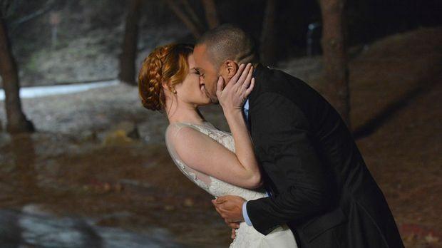 Sind gemeinsam durchgebrannt: April (Sarah Drew, l.) und Jackson (Jesse Willi...