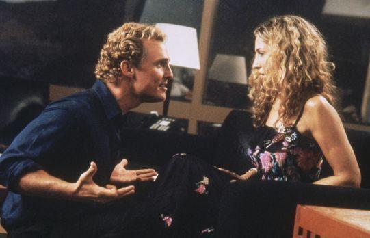 Sex and the City - Carrie (Sarah Jessica Parker, r.) wird von Matthew McConau...