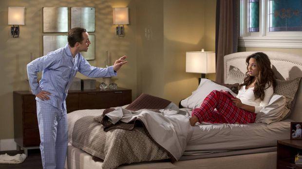 Um mal wieder auf der bequemen Couch schlafen zu können, inszeniert Warner (G...