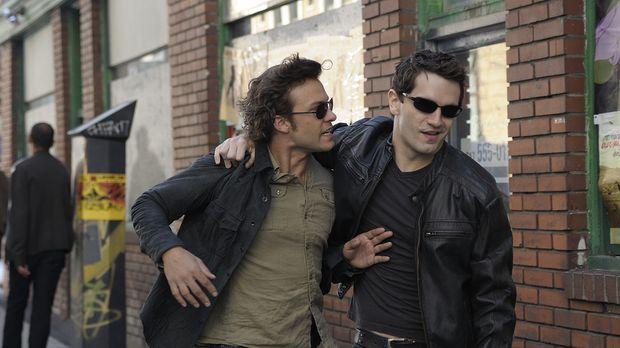 Aidan (Sam Witwer, r.) und Henry (Kyle Schmid, l.) sind noch immer auf der Su...
