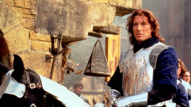 Lancelot (Richard Gere) wird von Gewissensqualen zermürbt. Er liebt die Frau...