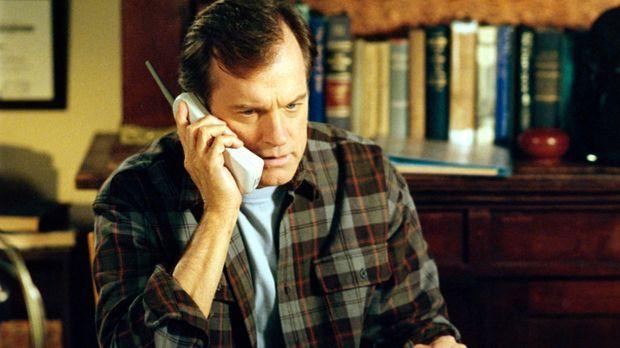 Immer wieder gibt es Ärger im Hause Camden. Eric (Stephen Collins) lässt sich...