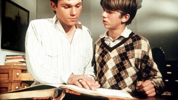 Jim Bob (David Harper, r.) zeigt seinem Bruder John-Boy (Richard Thomas, l.)...