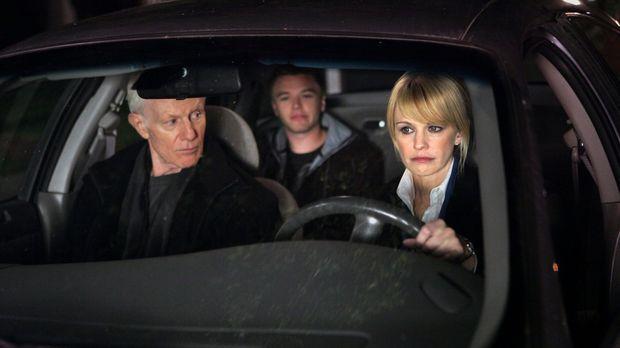 Finn (Brett Davern, M.) ist mit dem Auto seines Vaters abgehauen. Paul (Raymo...