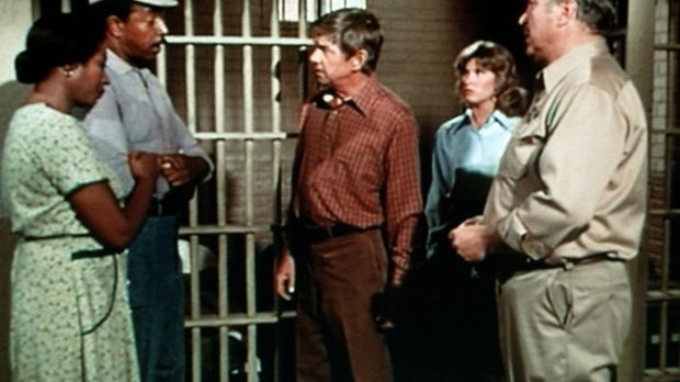 Familienoberhaupt John Walton (Ralph Waite, M.) versucht alles, um die Unschu...