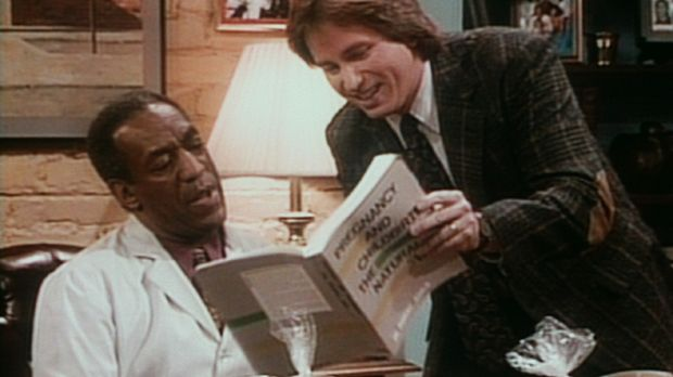 Der werdende Vater Ray (John Ritter, r.) zeigt Cliff (Bill Cosby, l.), wo er...