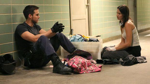 Während Jake (Chris Wood, l.) sich Sorgen um Katies (Kristen Gutoskie, r.) Ge...