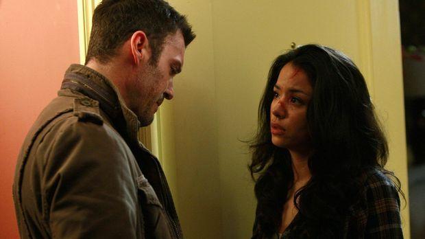 Noch immer ahnt Derek (Brian Austin Green, l.) nicht, welches Spiel Jesse (St...