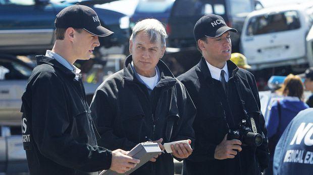 Gibbs (Mark Harmon, M.), DiNozzo (Michael Weatherly, r.) und McGee (Sean Murr...