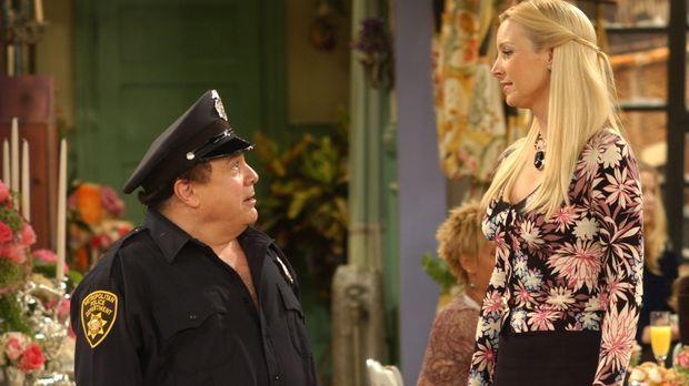 Phoebe (Lisa Kudrow, r.) bekommt eine Junggesellinnenparty geschenkt - inklus...