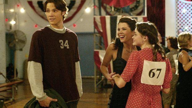 Eigentlich wollte Dean (Jared Padalecki, l.) Lorelai (Lauren Graham, M.) und...