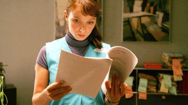Als Putzfrau muss Anwältin Maja (Julia Koschitz) in ihrer Kanzlei nach Beweis...