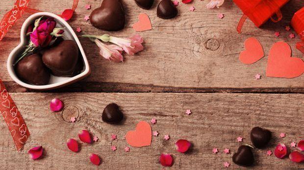 Beziehung_2016_01_19_Valentinstag Dessert_Schmuckb ild_fotolia_Maya Kruchancova