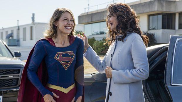 Supergirl Kara (Melissa Benoist, l.) ist überaus stolz, die Präsidentin Marsd...