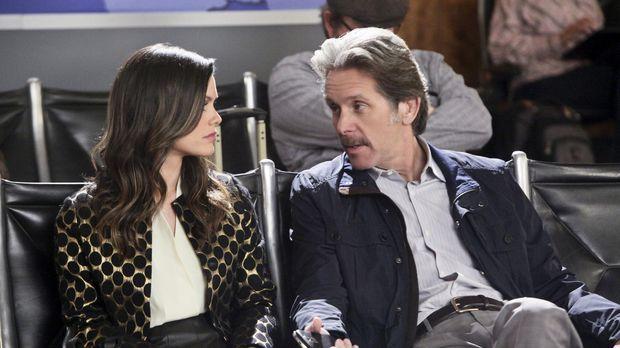 Nach ihrer ärztlichen Niederlage bei Rose sieht Zoe (Rachel Bilson, l.) ihren...