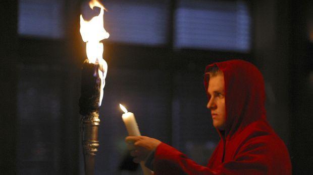 Peter (Zachary Ty Bryan) gehört einem geheimen Orden an, die Dämon beschwören...