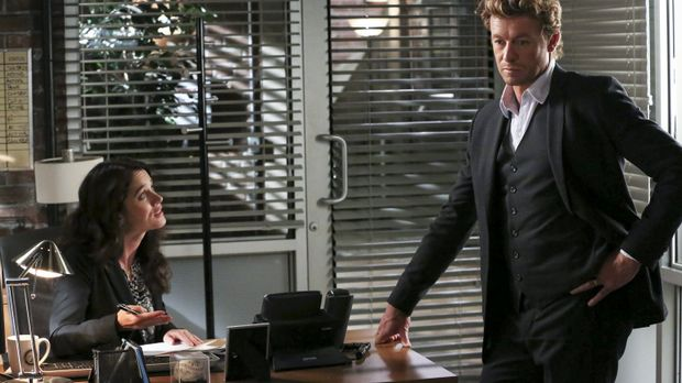 Ein neuer Fall beschäftigt Patrick (Simon Baker, r.) und Teresa (Robin Tunney...